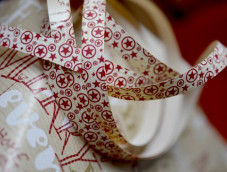 Fancy Ribbon with red stars cream kraft 10mm MIF